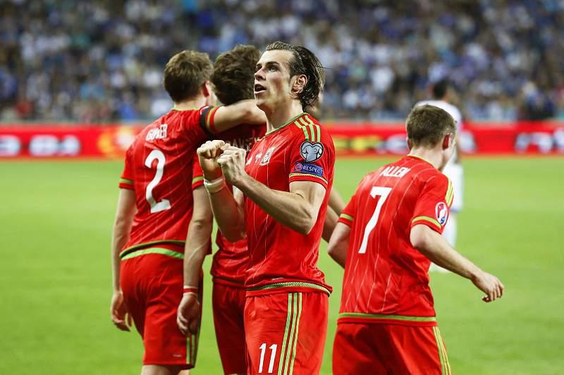 Gareth Bale celebra um golo frente a Israel