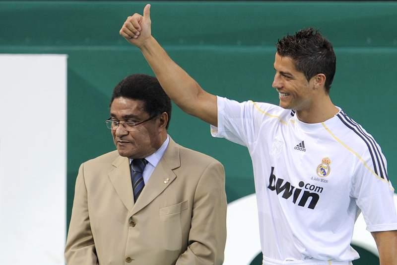 Cristiano Ronaldo e Eusébio na apresentação do internacional português em Madrid