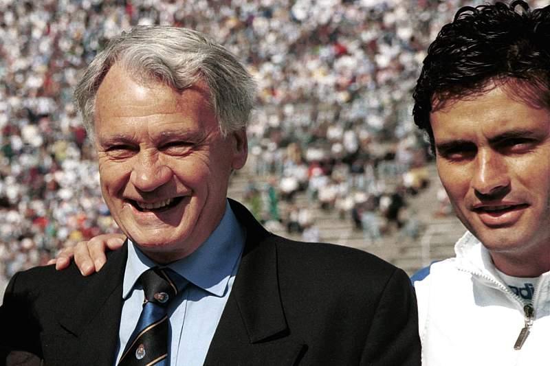Mourinho foi adjunto de Bobby Robson no Barcelona