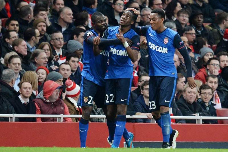Kongdobia festeja primeiro golo com companheiros