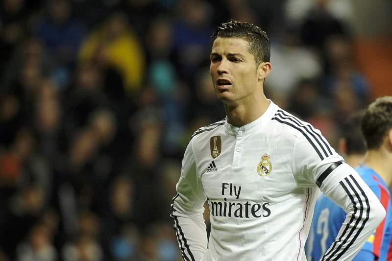 Cristiano Ronaldo reage durante o jogo com o Levante