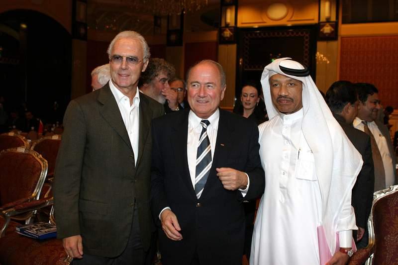 Em 2003 visitou o Qatar na condição de presidente da organização do Mundial 2006 na companhia de Blatter.