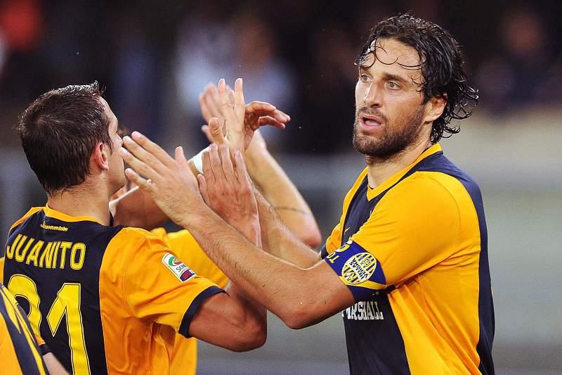 Luca Toni celebra o golo marcado