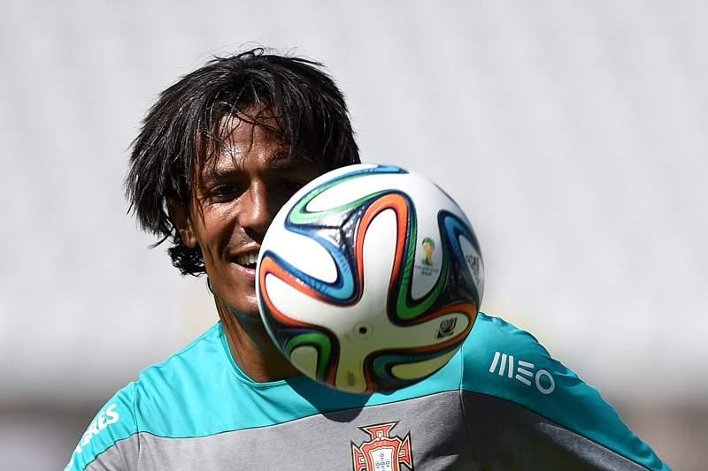 Bruno Alves do lado de Cristiano Ronaldo
