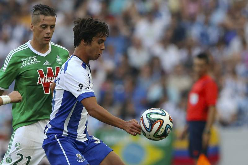Óliver Torres tem 19 anos