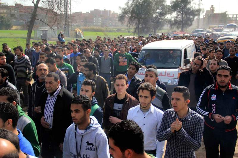 Funeral de uma das vítimas depois de incidentes no Cairo