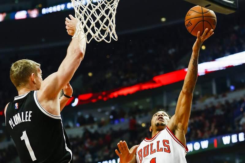 Derrick Rose, dos Bulls, volta a ser operado ao joelho direito