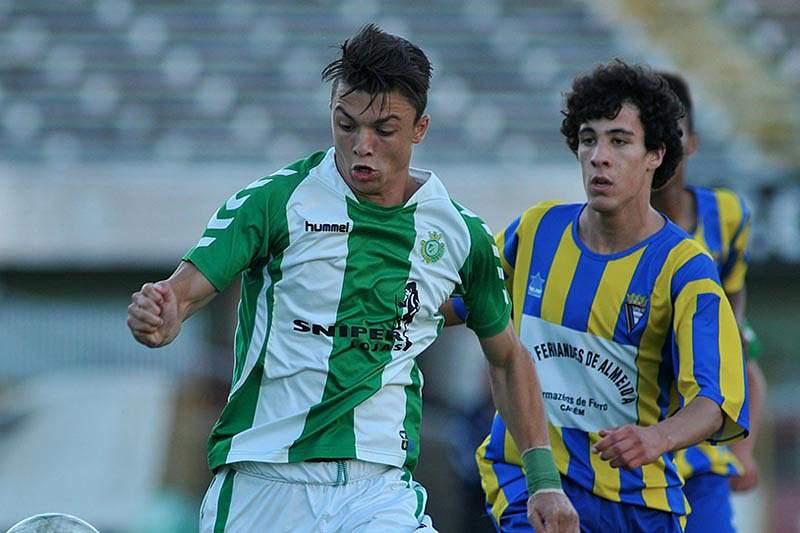 Gonçalo Santos assina até 2017