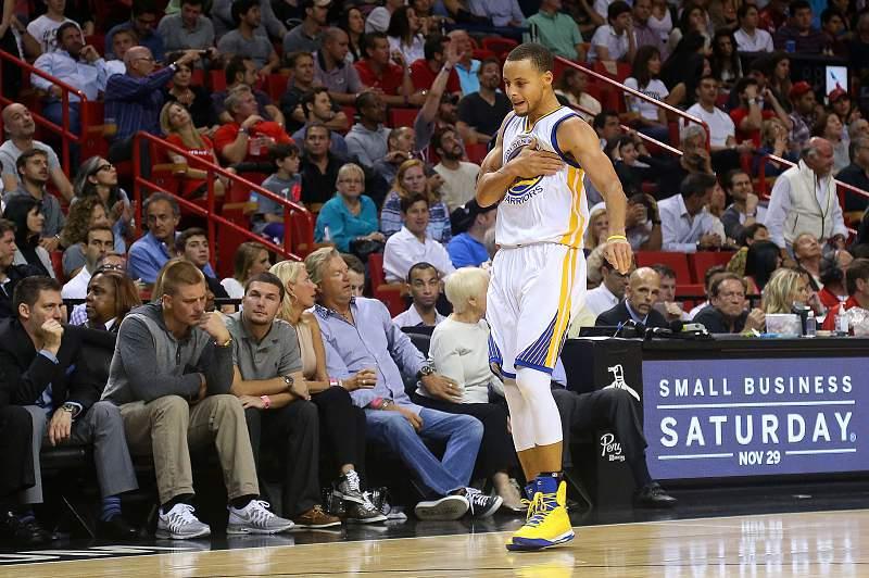 Stephen Curry marcou 40 pontos frente aos Miami Heat