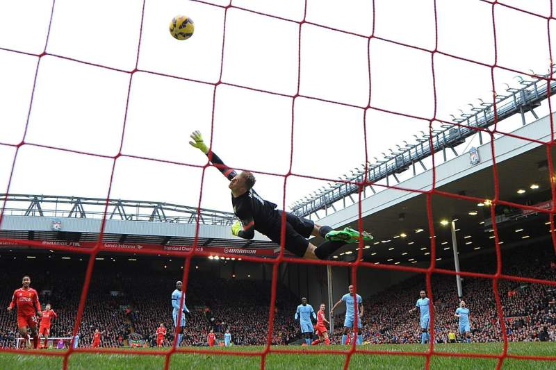 Manchester City perde com Liverpool. Mourinho agradece