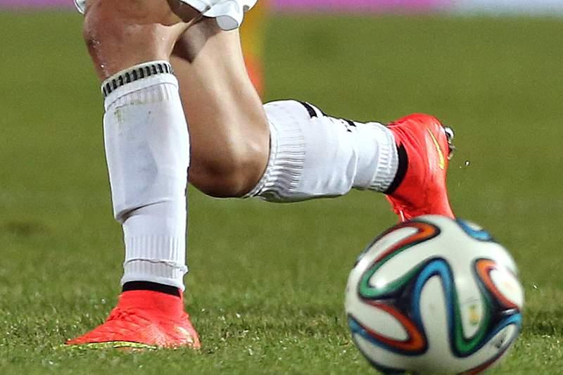 Futebolista morre a festejar golo