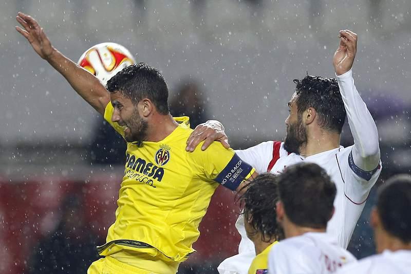 Iborra disputa a bola com Musacchio