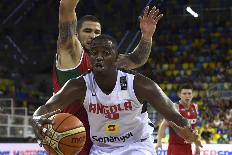 Angola em