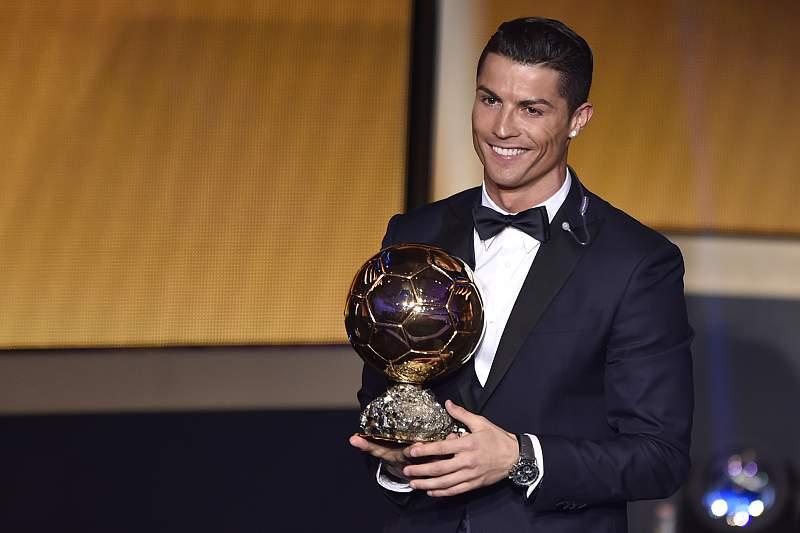 Cristiano Ronaldo com a terceira Bola de Ouro da sua carreira