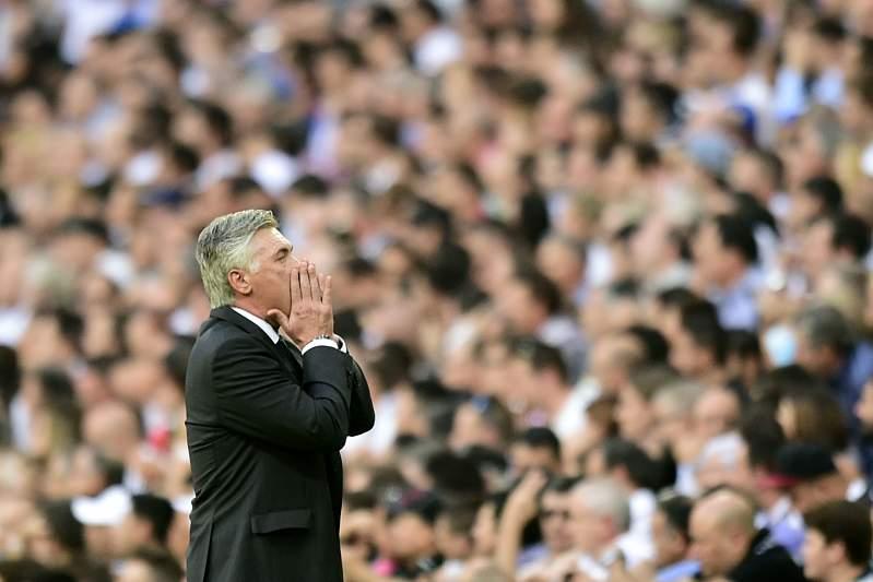 Carlo Ancelotti feliz com a vitória sobre o Barça