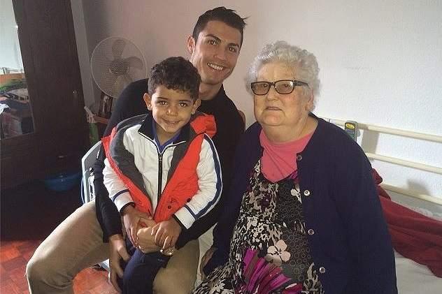 Ronaldo chora morte da avó