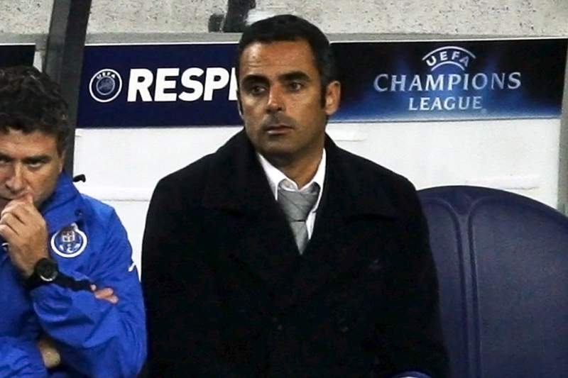 José Gomes no banco de suplentes do Dragão