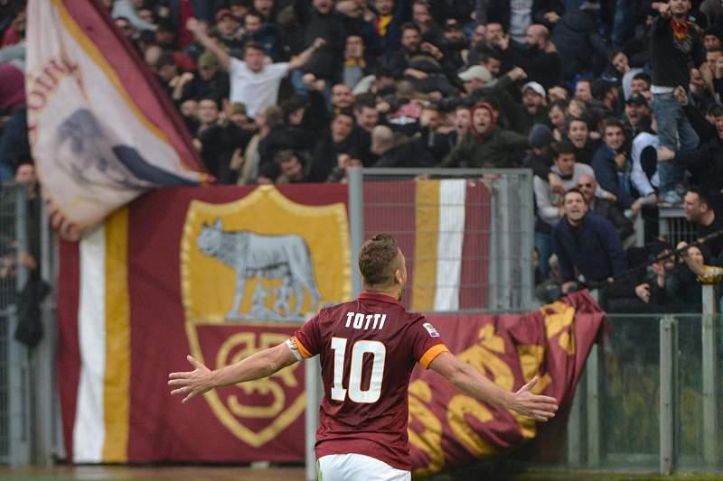 Totti bisa no dérbi romano