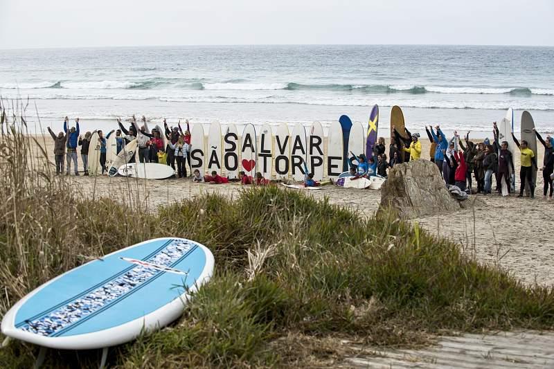 Surfistas de Sines querem