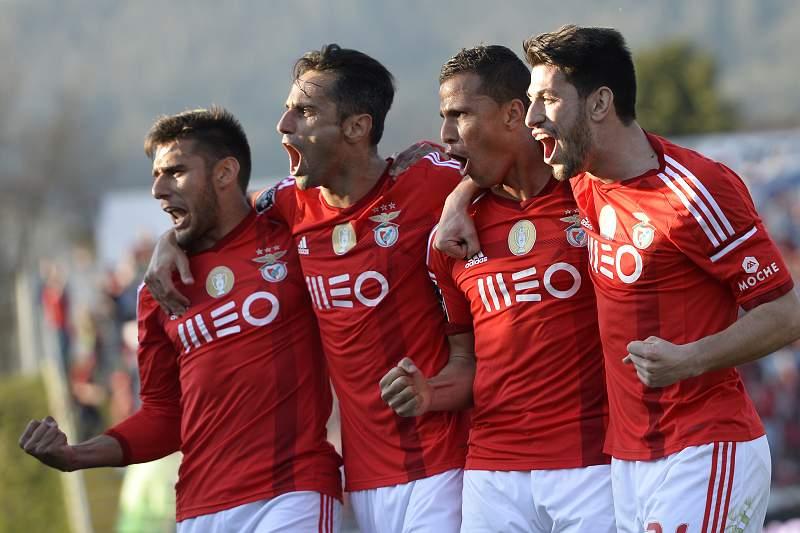 Jogadores do Benfica celebram vitória em Arouca