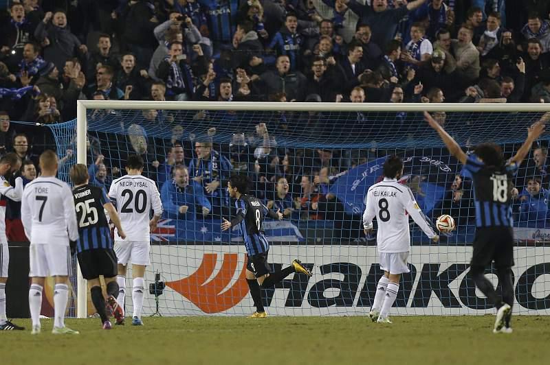 Rafaelov converteu penalti que dá vantagem ao Club Brugge
