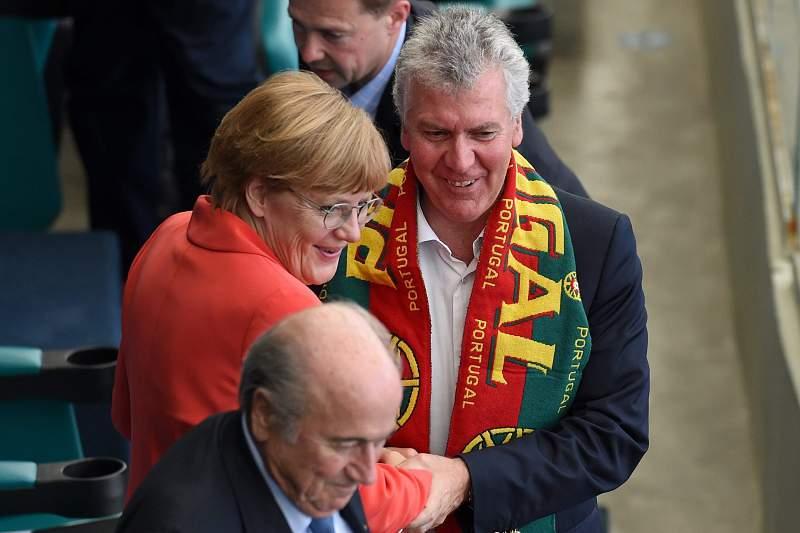 Marques Guedes ao lado de Angela Merkel