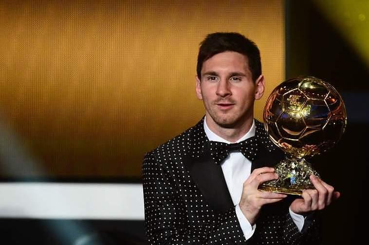 Messi com a Bola de Ouro em 2012
