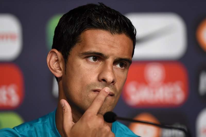 Ricardo Costa pisca o olho ao Sporting