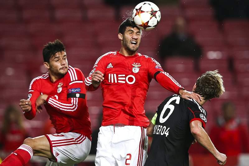 Lisandro López é o único central de raíz disponível no Benfica