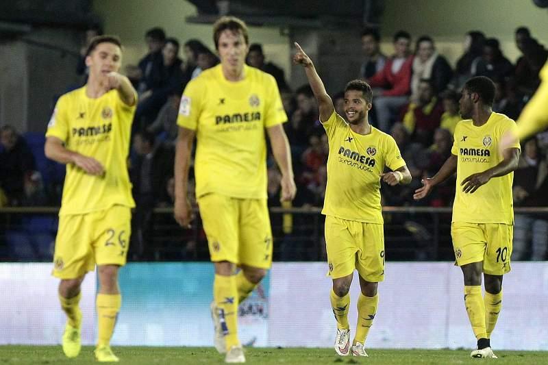 Giovani Dos Santos celebra um golo frente ao Celta de Vigo