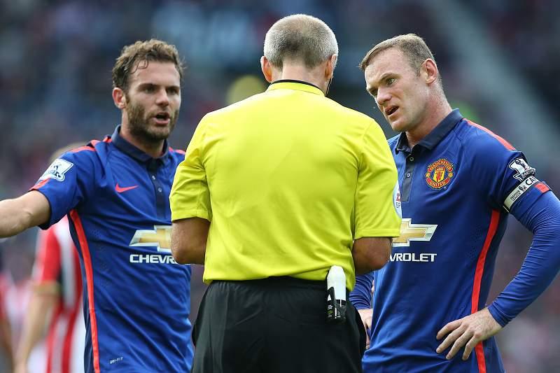 Mata e Rooney protestam