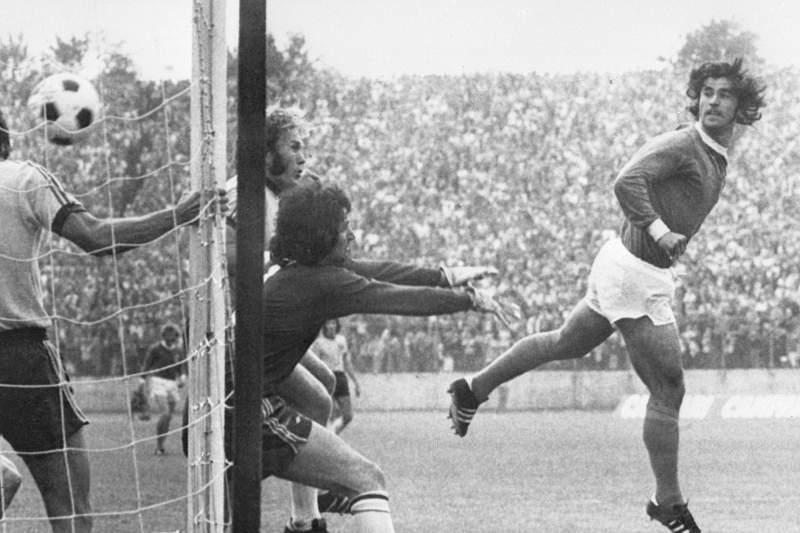 Gerd Müller marca no Mundial 1974