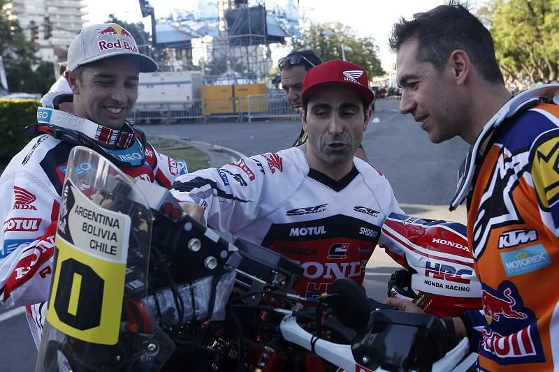 Paulo Gonçalves e Hélder Rodrigues elogiam moto com que vão competir no Dakar