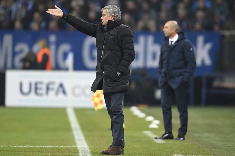 """Mourinho volta a ser feliz em Gelsenkirchen e dá """"mão"""" ao Sporting"""