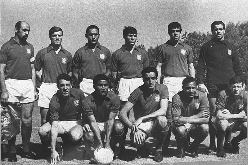 A equipa dos Magriços em foto de família