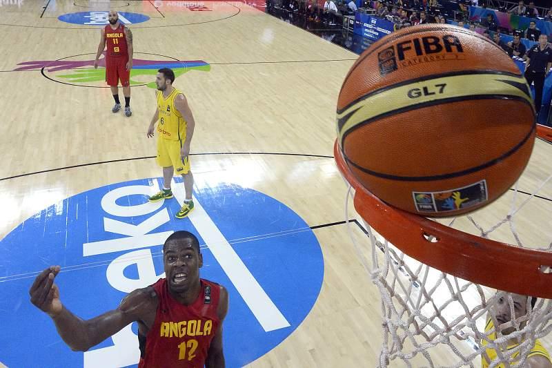 Yanick Moreira marca no Mundial de basquetebol