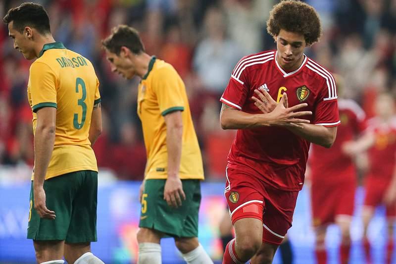 Axel Witsel celebra o golo marcada pela Bélgica