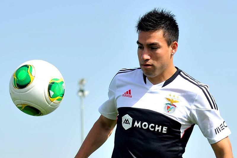 Gaitán durante um treino do Benfica
