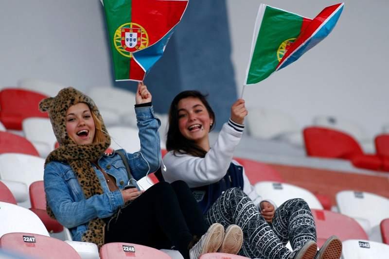 Adeptas assistem à Algarve Cup