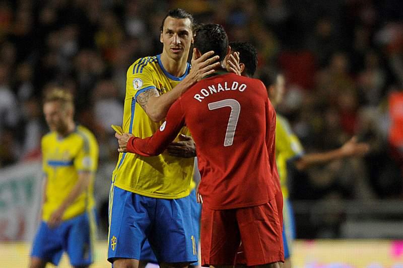 Ibrahimovic e Ronaldo durante um Suécia - Portugal