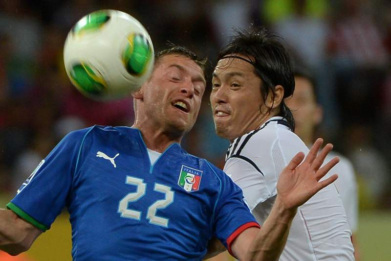 Japan's midfielder Yasuhito Endo (R) and Italy's midfielder Emanuele Giaccherini vie during their FIFA Confederations Cup Brazil 2013 Group A football match, at the Pernambuco Arena in Recife, on June 19, 2013. AFP PHOTO / YASUYOSHI CHIBA