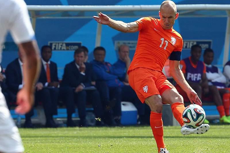 Robben admite ter simulado um penálti frente ao México