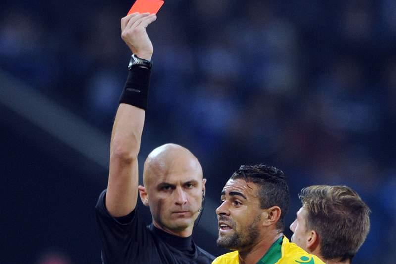 Sporting queixa-se à UEFA por causa da arbitragem frente ao Schalke04