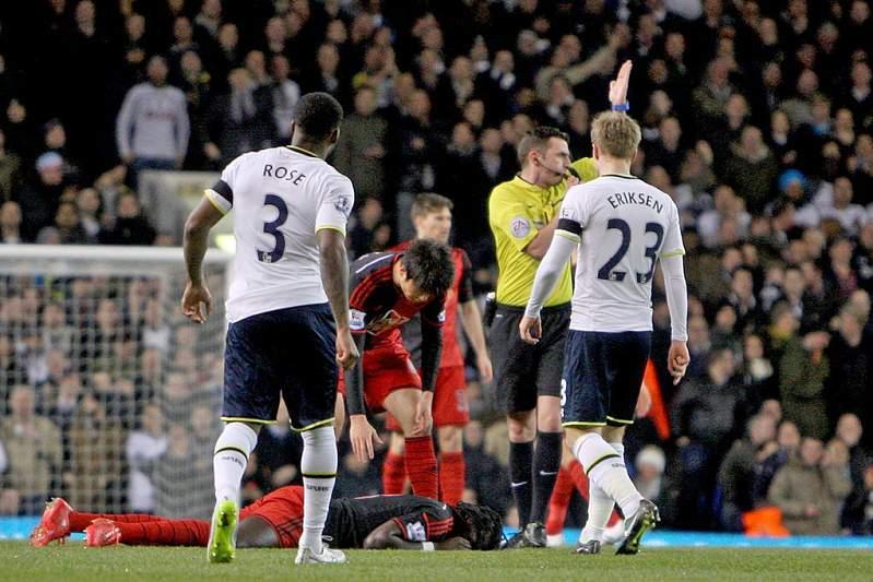 Benefoti Gomis desmaiou durante o encontro do Swansea