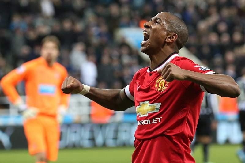 Ashley Young celebra o golo do triunfo do Manchester United frente ao Newcastle