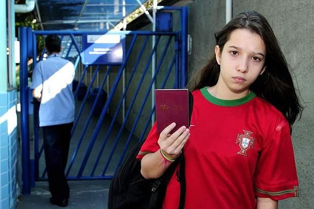 Estudante brasileira impedida de entrar na escola com camisola de Portugal