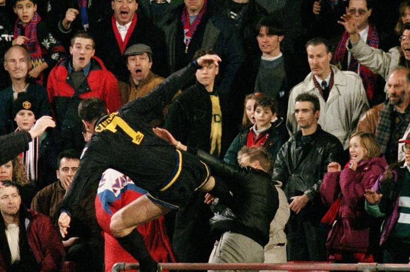 Há 20 anos, Cantona abalou o mundo de futebol com um pontapé...de karaté