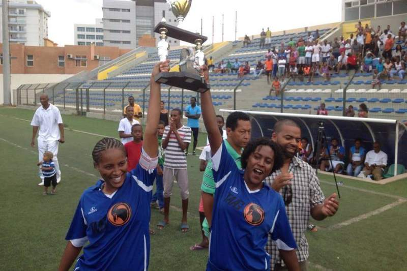 Seven Stars bicampeã cabo-verdiano de futebol feminino