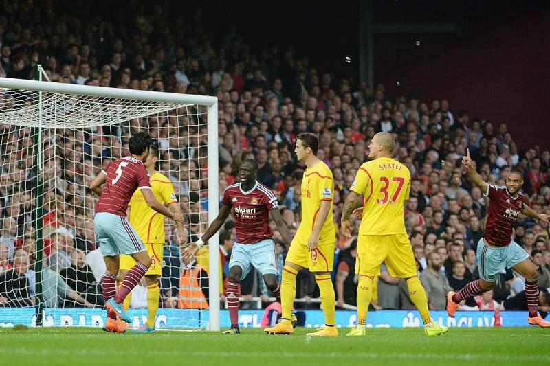 Winston Reid celebra o golo frente ao Liverpool