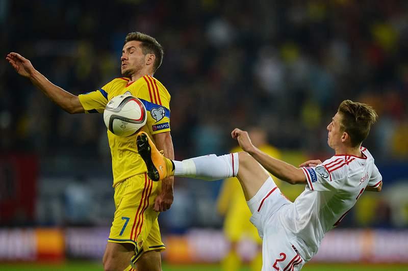 Alexandru Chipciu e Krisztian Simon disputam a bola